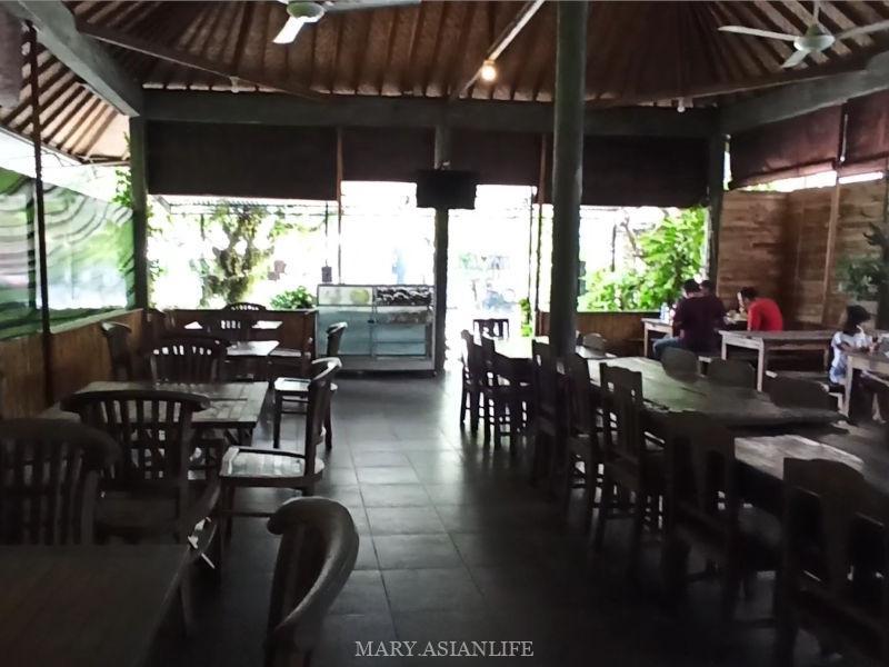 サーモンが美味しいクロボカンの隠れた名店・Warung Padi Ikan Salmon